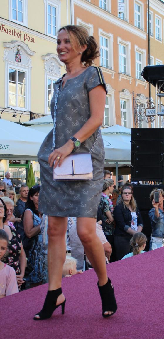 Gianni Chiarini Abendtasche Überschlag glänzend Rose Darling